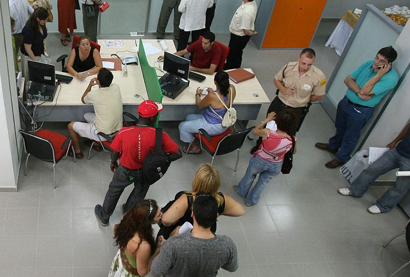 El paro baja en 2.831 personas en junio en Extremadura