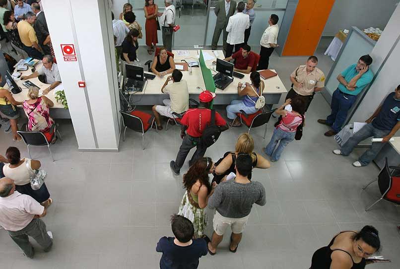 El paro baja en 3.441 personas en agosto en Extremadura