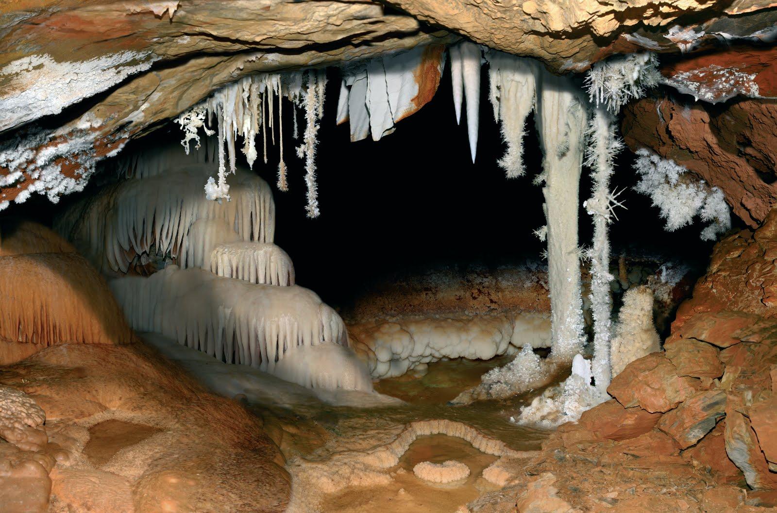 La Cueva de Castañar de Ibor se reabre al público tras ...