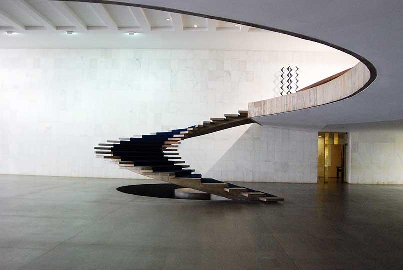 Escalera-principal.-Palacio-Itamaraty-Brasilia-1957-1960.-niemeyer