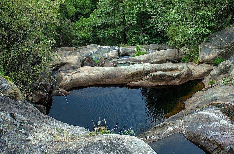 Las piscinas naturales del valle del jerte habilitadas y for Piscinas naturales la adrada