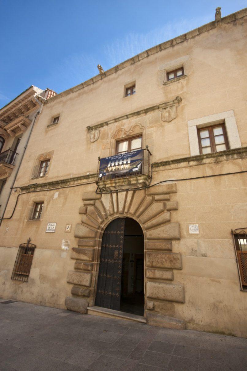 La biblioteca del Palacio de la Isla llevará el nombre del escritor Julián Rodríguez
