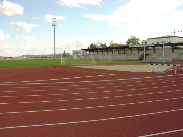 La Ciudad Deportiva de Cáceres abre las pistas de atletismo y tenis