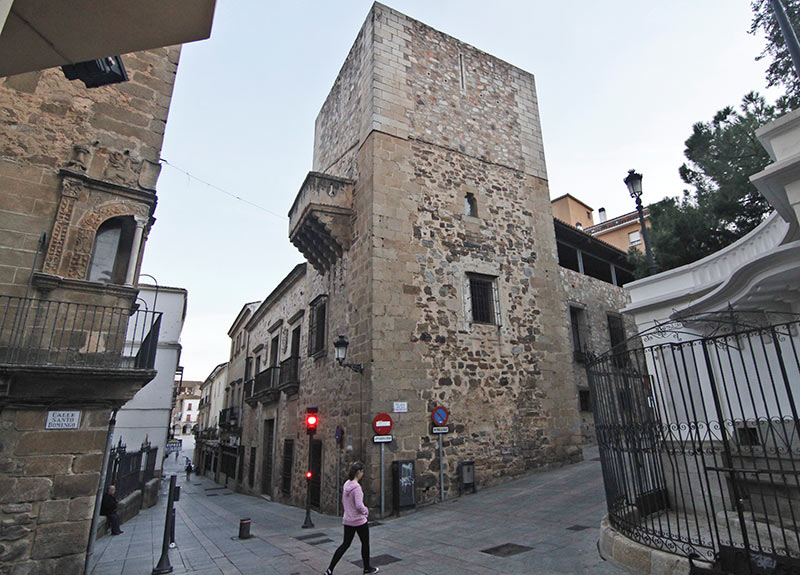 Una exposición recorre la masonería en el Ateneo de Cáceres
