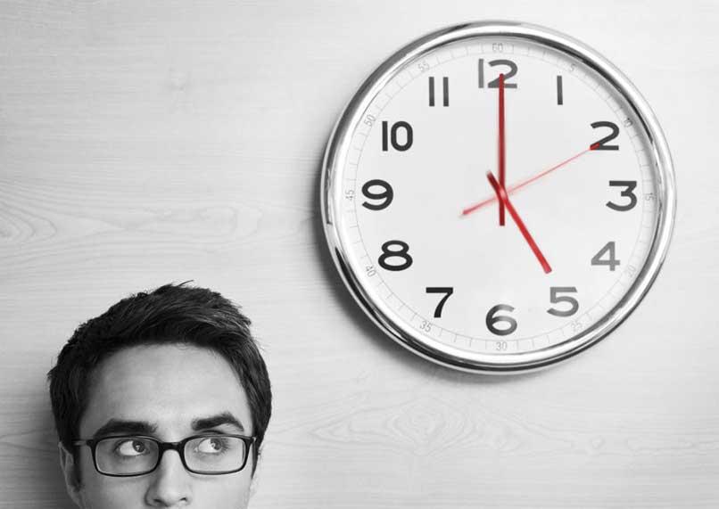 Cómo sobrevivir al cambio de hora en la cuarentena