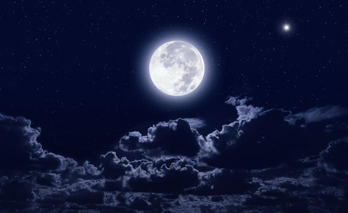 Disfruta de la luna llena desde casa con Plena Moon