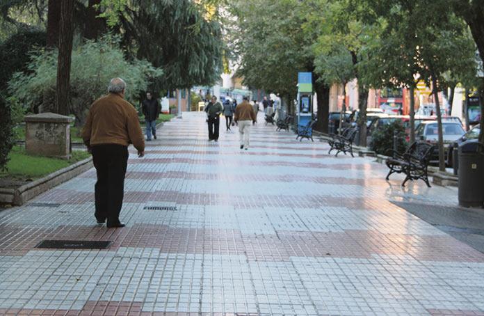 Limpieza de grafitis y cambio de baldosas en Cáceres