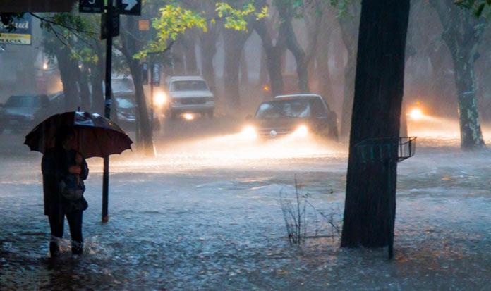 Cierran los parques este martes por fuertes vientos