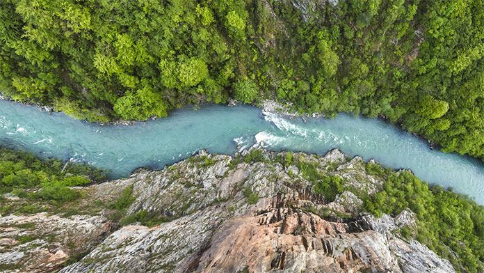 Río que fluye. Enrique Silveira