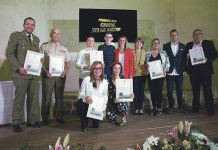 La UME y la Brigada XI de Extremadura reciben el Candil por su labor contra el camalote