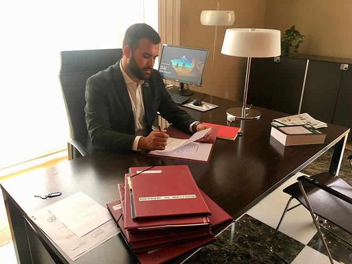 Luis Salaya tiende puentes a la oposición