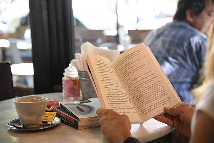 Mientras haya un lector. Enrique Silveira. Libro.