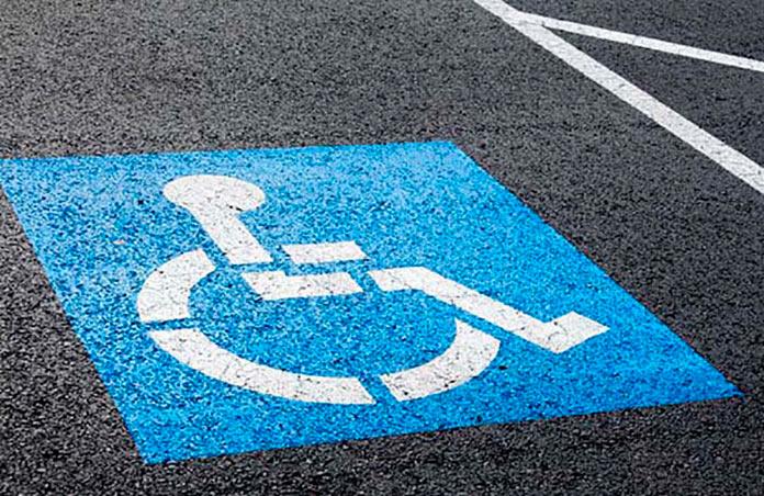 Tarjetas de aparcamiento para personas con movilidad reducida. Emilia Guijarro.