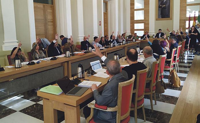 El ayuntamiento presiona para que mejore la sanidad en Cáceres