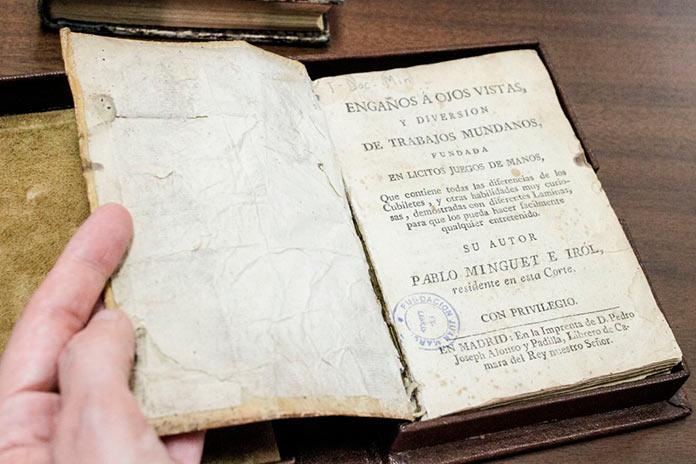 Libros históricos restaurados en la Biblioteca Pública