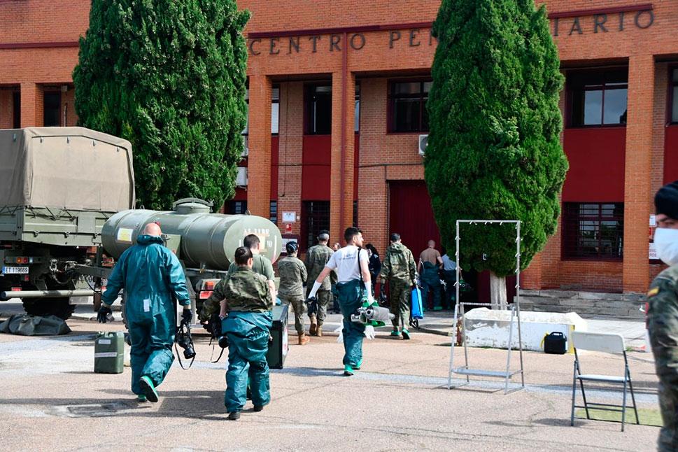 La Brigada 'Extremadura XI' desinfecta los centros penitenciarios de Cáceres y Badajoz