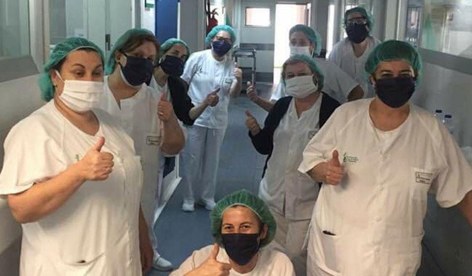 Mujeres de Acebo confeccionan mascarillas para el personal sanitario y vecinos de la localidad