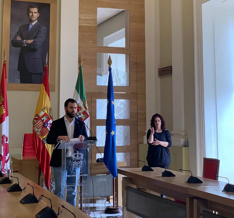 Medio millón de euros para mejorar el bienestar de las personas mayores en Cáceres