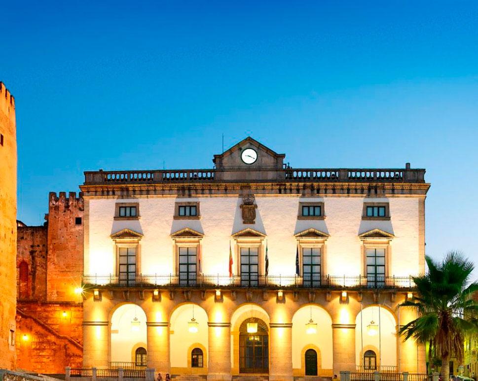 Cáceres se suma al luto oficial por las víctimas del coronavirus