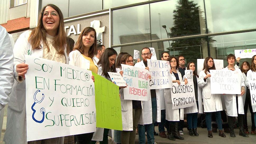 El Colegio de Médicos de Cáceres pide al SES que reconozca la labor de los MIR