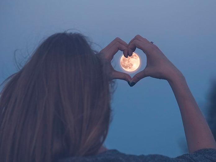 Una luna menos o una luna más. José A. Secas.
