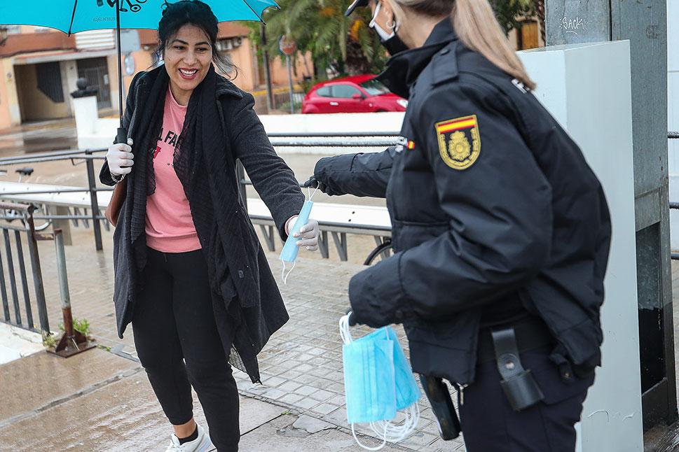 La Policía informará sobre el uso de mascarilla obligatorio