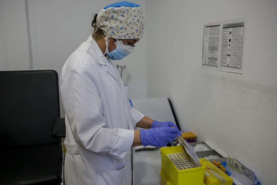 Una persona fallecida, 13 positivos y 42 curados en Extremadura