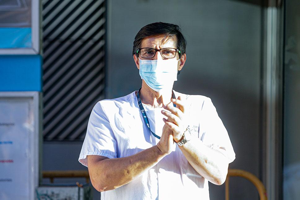 Continúan los aplausos a los profesionales sanitarios pese a la desescalada