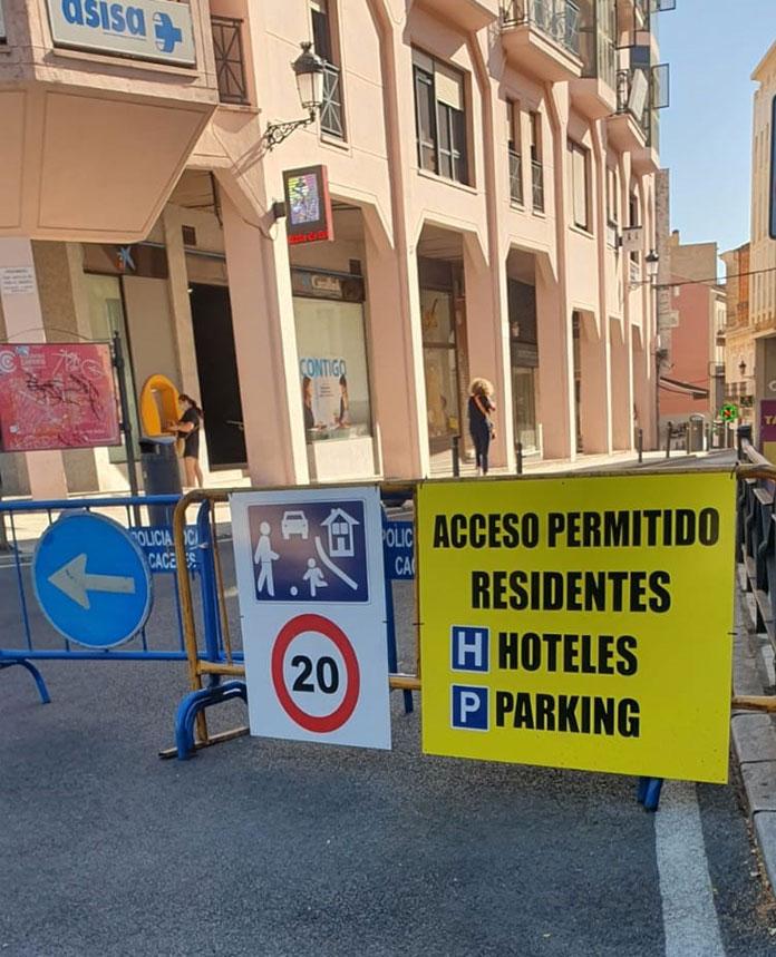 Los empresarios piden al Ayuntamiento abrir el centro al tráfico