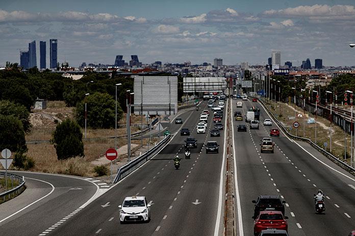 Las autovías de salida Madrid, como las que comunican con Extremadura, registran atascos