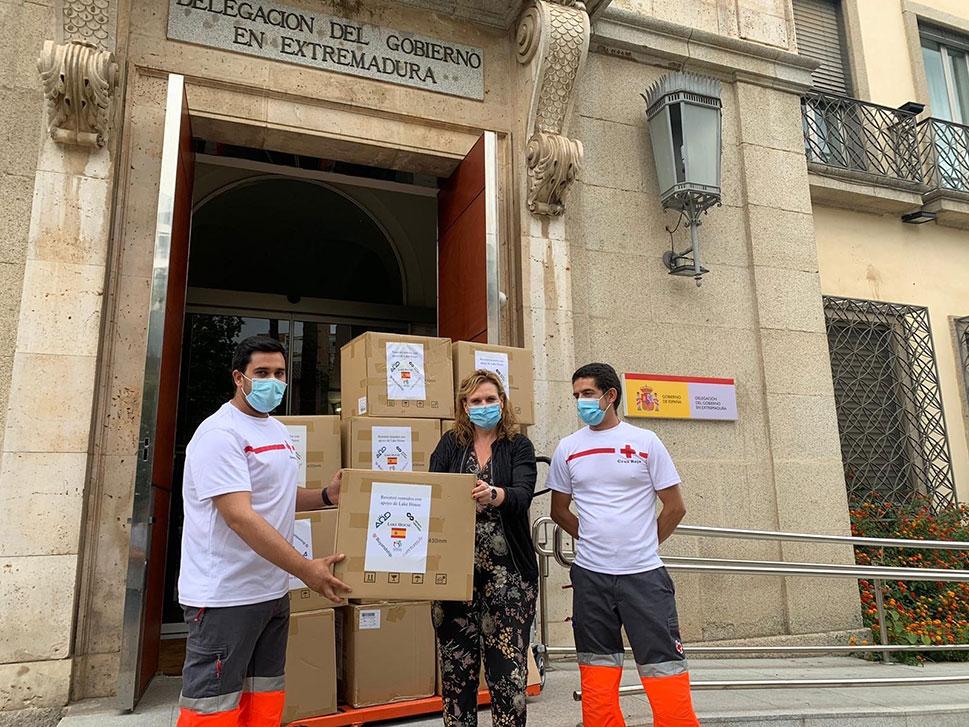 El Gobierno reparte 67.500 mascarillas para Cruz Roja, Cáritas y Cermi en Extremadura