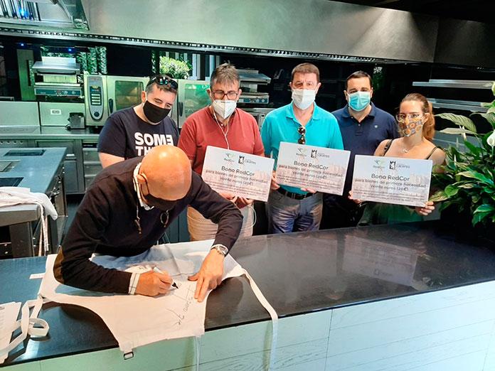 Sorteo de tres delantales firmados por el jurado de MasterChef a beneficio de RedCor