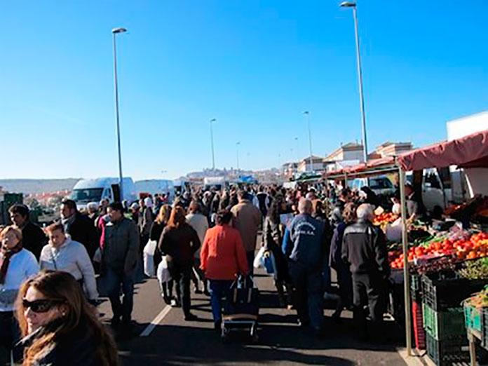 El Mercado Franco reanuda su actividad con puestos de comida