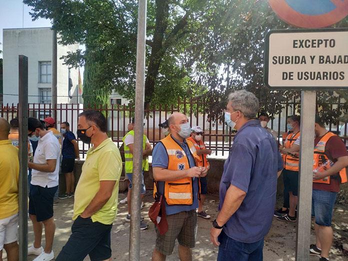 Los trabajadores de Ambulancias Tenorio exigen mejoras laborales en Cáceres