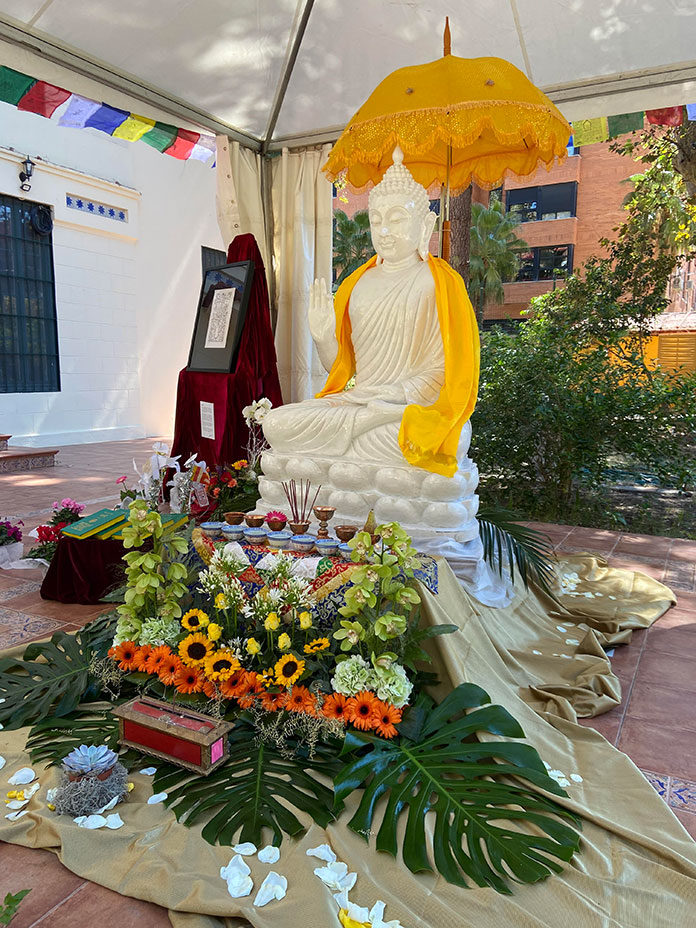 La estatua de Buda se traslada al Centro Budista Dudjom hasta el próximo 17 de septiembre