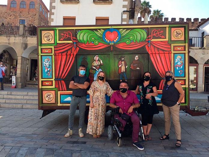 El carro de los cómicos de la legua sube el telón del Festival de Teatro Cáceres