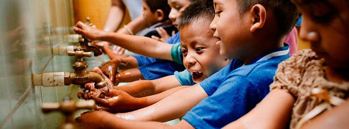 UNICEF y la Unión Europea instan a los países a dar prioridad a las escuelas