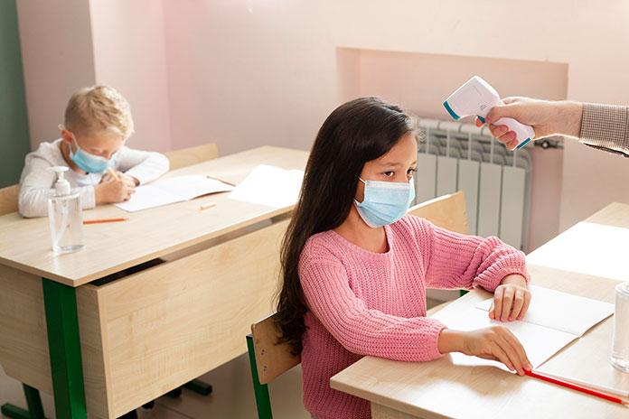 Trece aulas pasan al modelo de educación a distancia por positivos en coronavirus
