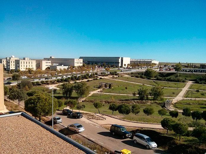 La Uex retrasa la entrada a clases en tres facultades para evitar aglomeraciones en el bus