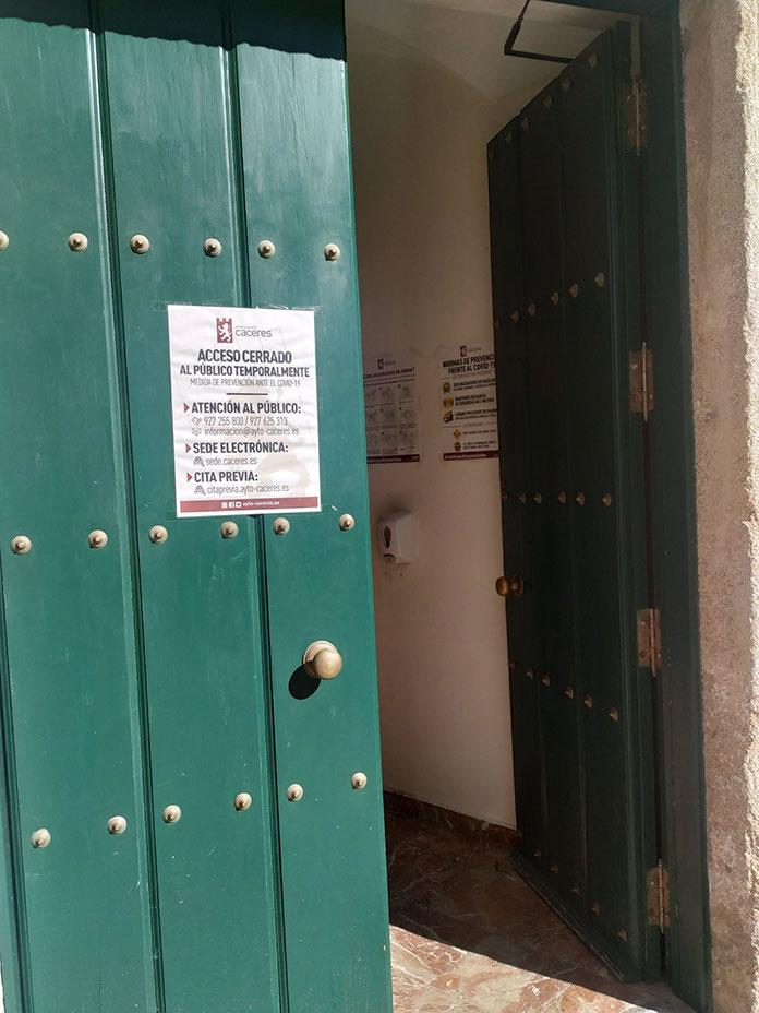 Un teléfono directo y un correo electrónico para mejorar la atención a la ciudadanía en Cáceres
