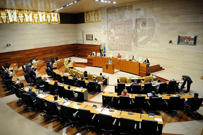La Asamblea de Extremadura pide reforzar la atención a las víctimas de violencia de género en el ámbito rural