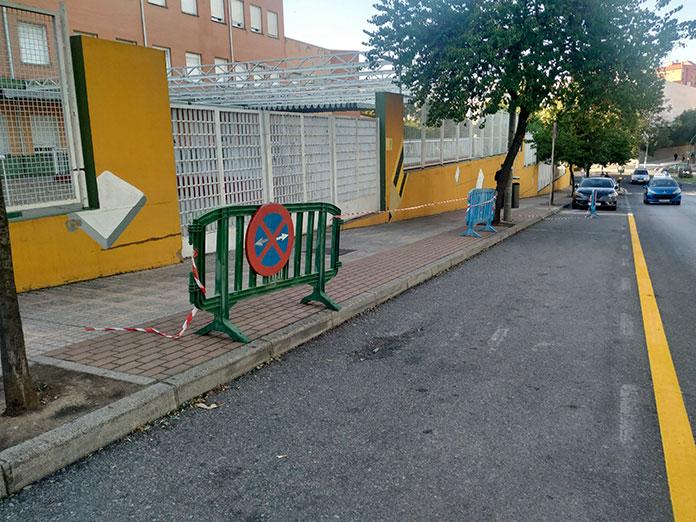 Limitado el horario para aparcar en la entrada de los centros escolares