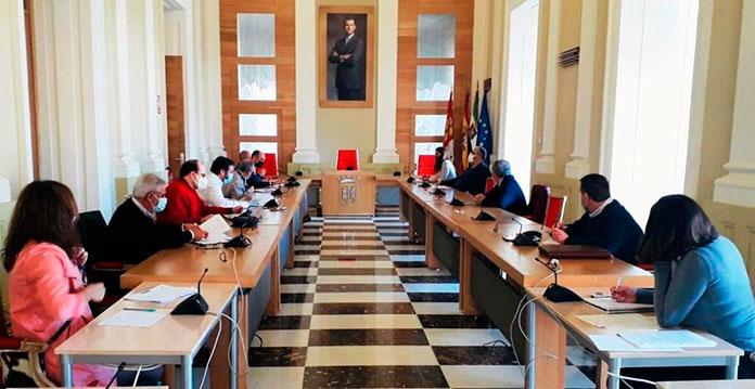 El Ayuntamiento de Cáceres mantiene una reunión con el comercio local