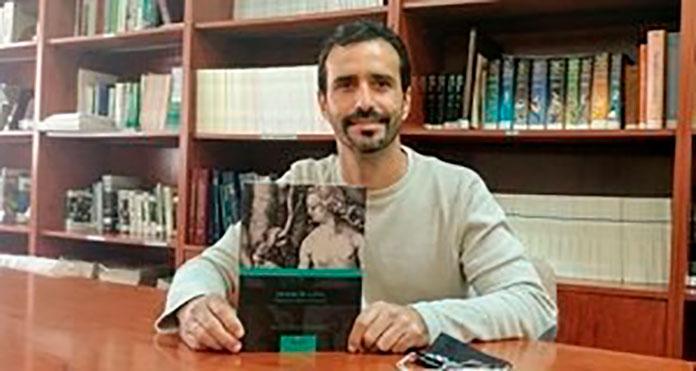 El investigador de la UEx, Javier Pérez González, argumenta sobre el papel clave de la mujer en la supervivencia de la especie