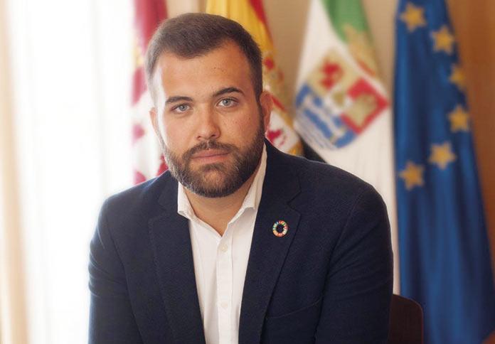 El alcalde de Cáceres, Luis Salaya, da el visto bueno a la cancelación del Plan de Navidad