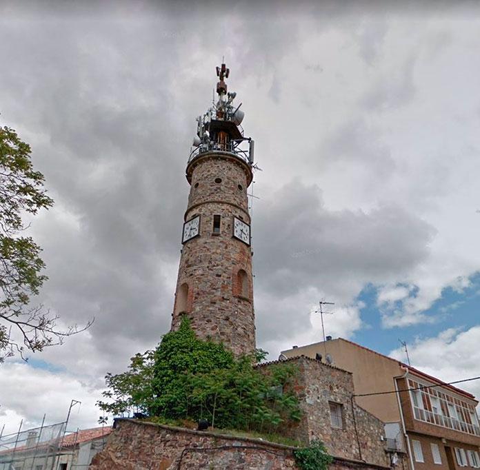 El Ayuntamiento de Cáceres advierte sobre el mal estado de la Torre de la Plaza de Italia