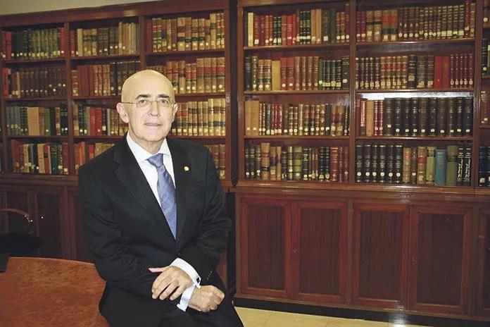 El Colegio de Médicos califica de insuficientes las medidas excepcionales de Cáceres
