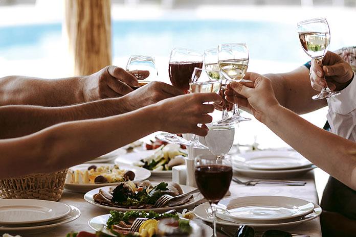 Bares y restaurantes cerrarán a las 18:00 horas en Nochebuena y Nochevieja