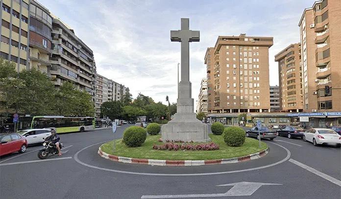 El PCE y la UJCE de Cáceres exigen la retirada de la Cruz de los Caídos