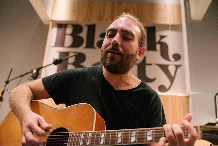 Jorge Navarro llena de ritmo el Boogaloo Café de Cáceres